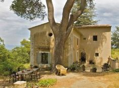 Luberon, France : Our Cabanon will look just like that once it's finished . Provence Style, Provence France, Beautiful Homes, Beautiful Places, Deco Zen, Houses In France, French Country House, Stone Houses, South Of France