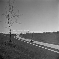 Route de Nowa Huta dans les années 60. Mosquito Coast, River Phoenix, Photography Workshops, Illustrations, St Thomas, Planet Earth, Thought Provoking, The Locals, Poland