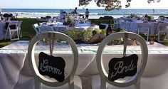 A wedding reception with seating for the bride and groom at the Olowalu Plantation House for an oceanfront wedding in Maui.