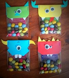 Monsters traktatie, stickerboekje en m&m's