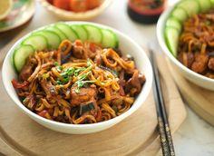 Tagliatelle met kip en groentes | Kookmutsjes Wok, Japchae, Brown Sugar, Noodles, Snacks, Chicken, Dinner, Ethnic Recipes, Food Ideas