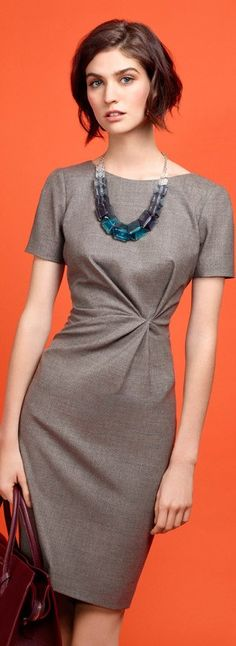Paule Ka 2015 - Elegant grey office dress with statement necklace. Office Fashion, Work Fashion, Fashion Design, Fashion Trends, Business Outfit Frau, Business Mode, Paris Mode, Mode Vintage, Mode Outfits