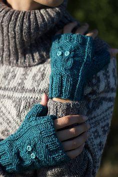 Ravelry: Guanti con gufetti - Owl fingerless gloves pattern by Maria Chiara Capuani