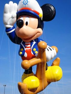 600 pounds is the gross weight of Sailor Mickey float in used in the Macy's Thanksgiving Day parade Mickey Mouse Balloons, Cute Mickey Mouse, Mickey Love, Mickey Mouse Parties, Macys Thanksgiving Parade, Hot Air Balloon, Parade Floats, Autumn, Fall