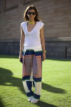 Christine Centenera - Australia's most stylish girl? Love those Celine pants! Street Style, Street Chic, Street Fashion, Christine Centenera, Fashion Editor, Fashion Trends, Magazine Mode, St Style, Printed Trousers