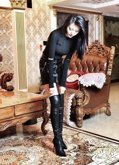 Black Boots Outfit, Winter Boots Outfits, Sexy Boots, Leather High Heel Boots, Thigh High Boots Heels, Knee Boots, Tall Boots, Leather Skirt, Botas Sexy
