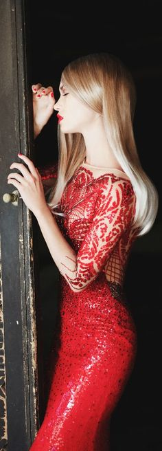 Belos Vestidos / fashion and style Ferragamo MAGENTA GOWN-- love the waistline on this one Fashion Mode, Red Fashion, Fashion Beauty, Beauté Blonde, Vestido Dress, Beautiful Red Dresses, Gorgeous Dress, Little Red Dress, Mode Inspiration