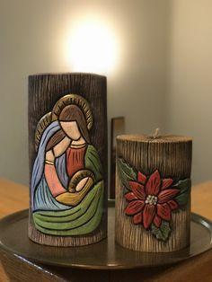 Sagrada Familia con una flor. Velas talladas a mano y pintada en acrílico Christmas Nativity, Christmas Candles, Christmas Crafts, Christmas Ornaments, Henna Candles, Clay Wall Art, Candle Craft, Diy Candle Holders, Cardboard Art