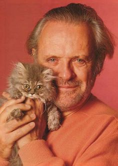 Sir Anthony Hopkins and his little kitty. Crazy Cat Lady, Crazy Cats, I Love Cats, Cool Cats, Patricia Highsmith, Celebrities With Cats, Men With Cats, Sir Anthony Hopkins, Son Chat