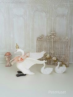 Dollhouse Accessories, Barbie Accessories, Tiny World, Tiny Treasures, Miniture Things, Dollhouse Miniatures, Wedding Styles, Doll Clothes, Shabby Chic