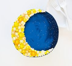Using a simple technique for cake decorating can create a beautiful design! Some yellow and blue frosting and a few decorating tips are all you need to create this Crescent Moon Cake! To make this cake you will need: chocolate cake recipe double batch buttercream food color – McCormick® blue, black, yellow piping tips (see my...