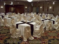 kiola round tables with runners - see how it looks nice?