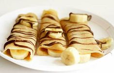 Naturoveda Health World's answer to Fruits: what are the health benefits of banana fruit? Banana Nutella Crepes, Natural Antacid, Learn French Fast, Banana Health Benefits, Banana Contains, Eating Bananas, Health World, Banana Fruit, French Food