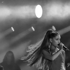 https://www.arianagrande.com/sites/g/files/aaj2041/f/styles/suzuki_breakpoints_image_tablet/public/photo/201610/24/14733283_367587030252153_8056214910389977088_n.jpg?itok=Ks4i9vcN