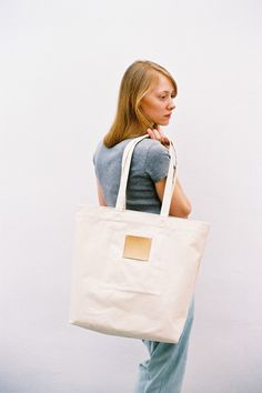 Gift for her: Label Bag Off White (20% off until midnight)