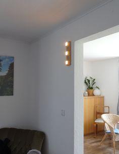MeiLi One Eiche auf Eiche als Wandleuchte im Wohnzimmer.