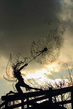 10 septembre 2014 Les sculptures de fées aux pissenlits de Robin Wight