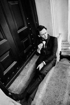 Tom Hiddleston <3 Loki Laufeyson, Loki Thor, British Boys, British Actors, British Celebrities, Thomas William Hiddleston, Tom Hiddleston Loki, Long Legs, Beautiful Men