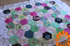 Last week I machine quilted this fantastic Delight quilt of MaryAnns. The quilt is super...