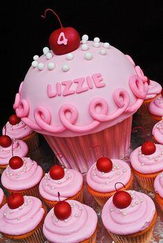 giant cupcake cakes A Pinkalicious cupcake cake and cupcakes for a special Pinkalicious party. Big Cupcake, Giant Cupcake Cakes, Cute Cupcakes, Rose Cupcake, Ladybug Cupcakes, Kitty Cupcakes, Snowman Cupcakes, Small Cupcakes, Valentine Cupcakes