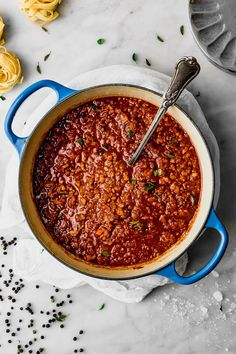 Salsa boloñesa (bolognesa) legendaria de mi tía | Cravings Journal Turkey Bolognese, Bolognese Sauce, Those Recipe, Recipe Using, How To Peel Tomatoes, Sauce Recipes, Cravings, Food To Make, Good Food