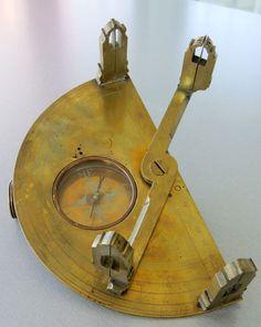 Graphometer century - Geometricum Old Scientific Instruments for sale Metal Tools, Metal Art, Drafting Tools, Instruments, Cool Tools, 17th Century, Archaeology, Inventions, Gadgets