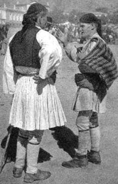 Άργος, Λαϊκή Αγορά 1939 Greece Pictures, Royal Guard, Greece Travel, Vintage Pictures, Folk, Black And White, History, Military, Costume