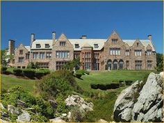 Rough Point The stunning oceanfront mansion still maintains the look and charm as when it was occupied by Ms. Doris Duke, including personal items and original furnishings. High Society, Newport Ri Mansions, Doris Duke, American Mansions, Mansion Interior, Mansion Bedroom, Old Mansions, Luxury Mansions, Newport Rhode Island