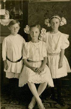 Edwardian Children Vintage Children Photos, Vintage Pictures, Vintage Images, Vintage Kids, Belle Epoque, Edwardian Era, Edwardian Fashion, Vintage Fashion, Victorian