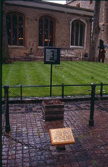 gotta go see this-----Tower Green, The place of execution of Anne Boleyn, Katherine Howard, Lady Jane Grey and others. Uk History, Tudor History, British History, London History, European History, Ancient History, Dinastia Tudor, Los Tudor, Lady Jane Grey