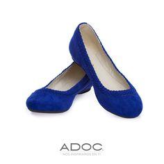 Zapatos de ADOC disponibles en color negro y dorado.