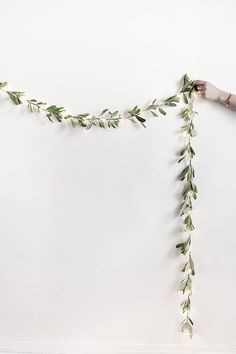 DIY- string light garland for holiday wedding or engagement party - holiday wedding decor - winter wedding decoration ideas {Homey Oh My} All Things Christmas, Christmas Lights, Christmas Crafts, Christmas Feeling, Christmas Christmas, Decoration Christmas, Holiday Decor, Diy Christmas Garland, Diy Décoration