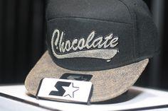 A colaboração entre a Starter Brasil e a Chocolate Music foi iniciada na celebração de 10 anos da festa, em 2012. Desde então, os dois nomes lançaram coleções em conjunto de bonés, camisetas e festas...