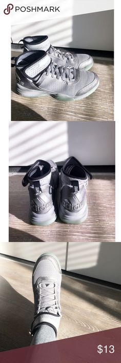 Men's Adidas Cross Trainer/ Basketball Sneakers Men's Adidas Cross Trainer/ Basketball Sneakers. Excellent condition. Great for the gym, training, or basketball court. Priced low to sell. adidas Shoes Sneakers