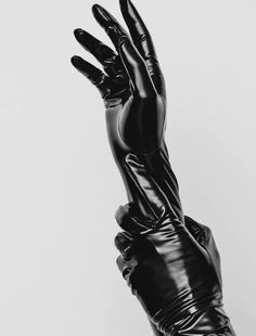 Love gloves — theglovesfetish: Hilary Rhoda – Photoshoot for. Faszination Latex, Mode Latex, Catwoman, Kaz Brekker, Hilary Rhoda, Yennefer Of Vengerberg, Leder Outfits, Mode Editorials, Fashion Editorials