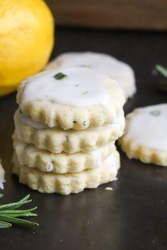 Rosemary Cookies Recipe, Rosemary Shortbread Cookies, Buttery Cookies, Lemon Cookies, Delicious Desserts, Yummy Food, Cookies Ingredients, Cookie Recipes, Cookie Ideas