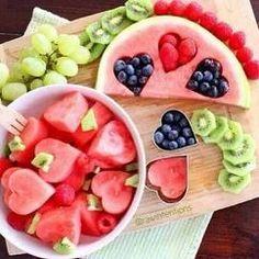 Cooles Melonen Rezept mit Kiwi und Blaubeeren für den Sommer oder eine Kinderparty