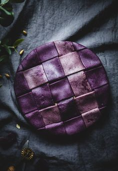 Apple pie with a purple blueberry crust - Call Me Cupcake - Pies, tarts & crumbles Pie Recipes, Sweet Recipes, Cooking Recipes, Recipies, Coffee Recipes, Recipes Dinner, Healthy Recipes, Slow Cooker Desserts, Food Design
