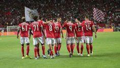 Vemo-nos na Nossa Catedral: O mistério do jovem do Benfica disputado por vários clubes europeus Soccer, Sports, European Championships, Football, Hs Sports, Futbol, European Football, Sport, Soccer Ball