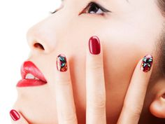 Make up and grooming doesn't end with your face. Manicured hands should be part of every sophisticated woman's beauty ritual. A fortnightly manicure (whether at the salon or at home) is a must-do in order to maintain pretty and healthy talons all year round. So while you are busy getting your manicure kit together or preparing some warm soapy water for a hand soak, we help you decide how to shape those nails for the ultimate drool-worthy manicure.Author: Kasmin FernandesImage courtesy: &c…