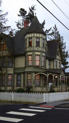 Over 30 Different Victorian Homes http://pinterest.com/njestates/victorian-homes/ Thanks to http://njestates.net/