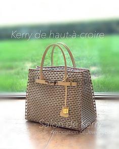 * * 今回の旅のお供に… 頑張って仕上げたBag🧡 * * 公認ライセンス作品 「Kerry de Kerry」アレンジ作品… 〜Kerry de haut-à-croire type♡ * * *... #yooying Knitting Designs, Purses And Bags, Weaving, Plastic Bags, Handbags, Crochet, Furniture, Diy Creative Ideas, Carpet