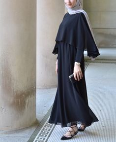 Like all magnificent things, its simple 👌🏻Feeling pure elegance in this gown and hijab😍 Islamic Fashion, Muslim Fashion, Modest Fashion, Fashion Dresses, Hijab Elegante, Hijab Chic, Hijab Style Dress, Hijab Outfit, Dubai Fashion