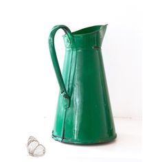 Vintage Green Enamel Pitcher ($95) ❤ liked on Polyvore featuring home, kitchen & dining and serveware