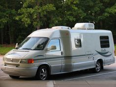 I would love a VW Rialta so we can take a road trip.  These things are my kinda home on wheels.