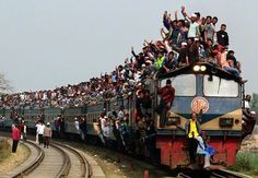 Travel photographer, Yeow Kwang Yeo, captured this train overflowing with passengers on the Tongi northern border of Dhaka, Bangladesh. By Train, Train Tracks, Train Rides, Travel Pictures, Travel Photos, Trains, Dhaka Bangladesh, Bangladesh Travel, Photos Voyages