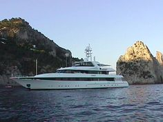 Kisses - 175' FEADSHIP KISSES off Capri