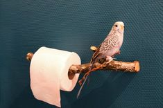 DIY Toilet Paper Holder from a branch Deco Wc Original, Wall Mounted Wire Baskets, Diy Toilet Paper Holder, Paper Holders, Ideas Baños, Deco Originale, Home Deco, Diy Furniture, Diy And Crafts