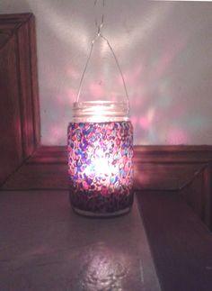 Frasco de vidrio reutilizado, pintado a mano. Para darle luz y color a los días