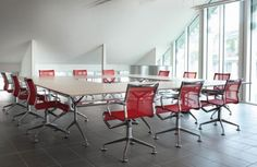 Meetingframe self adjusting swivel chair designed by Alberto Media. Available at SUITE New York